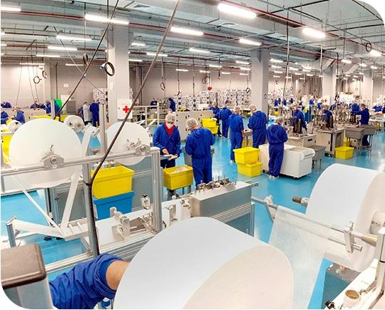 Fotos de operarios da foa trabalhando dentro da fabrica